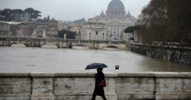 A woman walks on a bridge over the Tiber river by the Vatican, as the river's water level is rising following heavy rains in the region on February 1, 2014 in central Rome.   AFP PHOTO / Filippo MONTEFORTE        (Photo credit should read FILIPPO MONTEFORTE/AFP/Getty Images)