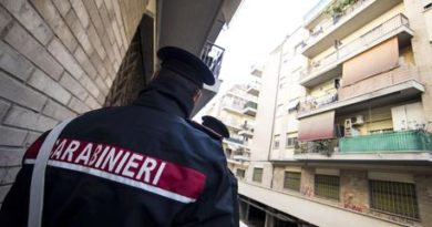 Carabinieri police conduct extraordinary checks and searches in Ostia, Rome district, Italy, 28 November 2017. State, Carabinieri and finance police in Ostia on Tuesday amid fears that a clan war may be developing in the Rome seaside district, sources said. The operations were designed to find arms and drugs, sources said. ANSA/MASSIMO PERCOSSI